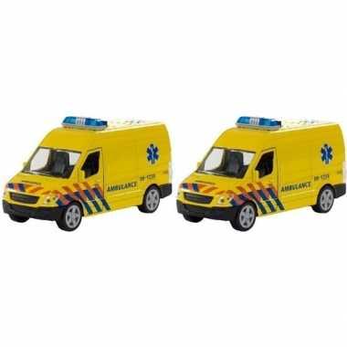 2x speelgoed ambulance 12 cm met licht en geluid