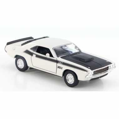 Modelauto dodge challenger 1970 wit 1:34