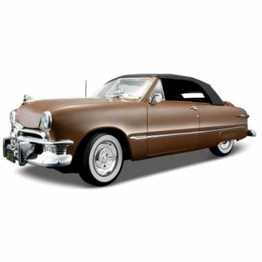 Modelauto ford custom deluxe 1950 1:18