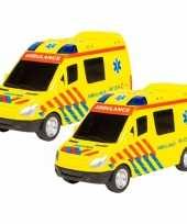2x stuks speelgoed ambulance 18 cm met licht en geluid